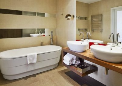 Mamaison Hotel Riverside Prague_Deluxe room bathroom_1360x680